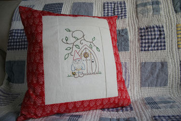 Gnome-cushion-on-quilt1