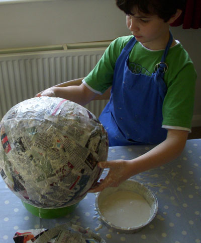 Making-pinata