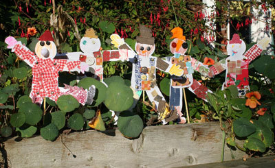 Groupscarecrows_2